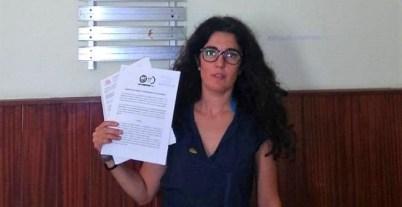 Zeltia Burgos, agente forestal y responsable de la CIG en la Administración autonómica, presentando la denuncia ante Inspección de Trabajo. /CIG