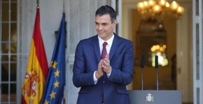 El presidente del Gobierno de España, Pedro Sánchez, aplaude después de ofrecer un discurso, hoy en La Habana (Cuba). Sánchez se encuentra en una visita oficial de dos días a la Isla. EFE/Juanjo Martín