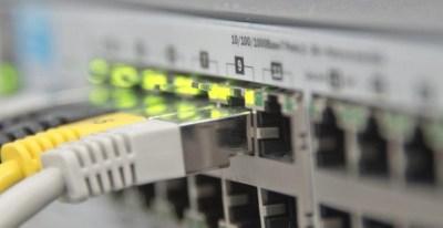 Imagen de un cable ethernet. El Congreso quiere eliminar la figura del juez para cerrar páginas de enlaces a descargas. | PIXABAY (CC0)