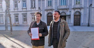 El alcalde de Rivas, Pedro del Cura, y el consejero delegado de la empresa municipal de vivienda, Curro Corrales.