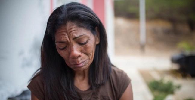 Inés Esparragoza, madre de Orlando Figuera, el joven apuñalado y quemado vivo en Caracas durante las protestas opositoras de 2017. JAIRO VARGAS