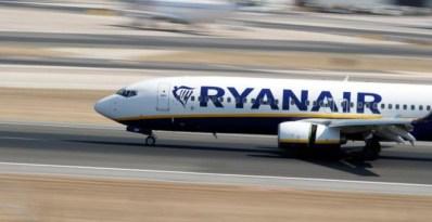 La línea aérea, que rechaza reducir la cifra de 327 tripulantes y 105 pilotos despedidos, ofrece la indemnización mínima que contempla la ley. (REUTERS)