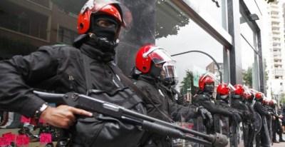 Antidisturbios de la Ertzaintza en una imagen de archivo. LUIS TEJIDO / EFE