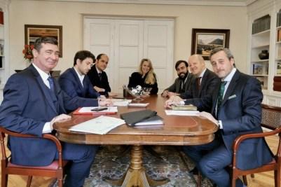 Marion Maréchal Le Pen junto a Kiko Méndez-Monasterio y Gabriel Ariza, colaboradores de Santiago Abascal.
