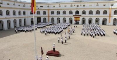 El Tercio de Armada despide a su comandante en la celebración de su pase a la reserva, en el Cuartel de San Carlos-Batallones de Marina (San Fernando). ARMADA