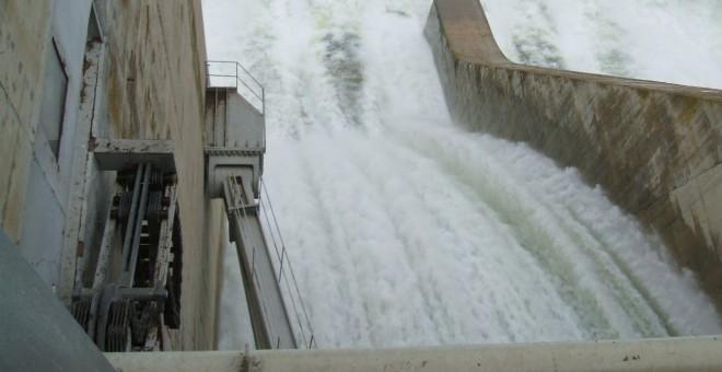 La central del pantano de Mequinenza produce 800.000 megawatios.hora de hidroelectricidad al año y la de Ribarroja, otros 750.000.