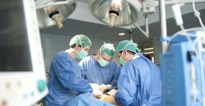 Personal sanitario en un quirófano.- EFE/ ARCHIVO