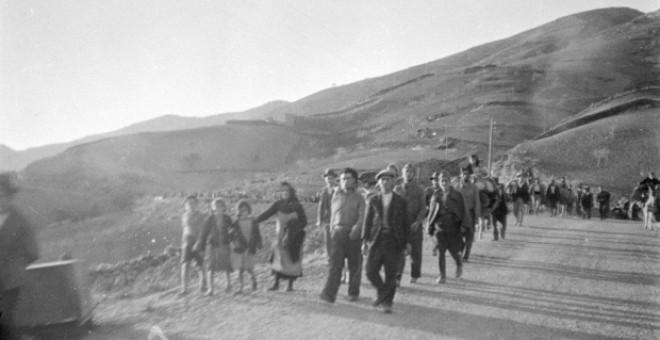 Fugitivos de Málaga por la carretera de Almería. Febrero 1937.