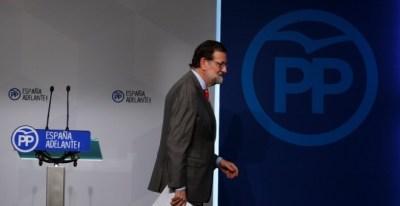 El presidente del Gobierno, Mariano Rajoy, tras la rueda de prensa que ofreció en la sede del PP tras la reunión del Comité Ejecutivo Nacional. REUTERS/Sergio Perez
