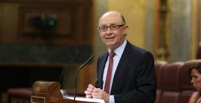 El ministro de hacienda, Cristóbal Montoro, en la tribuna del Congreso, en el debate de los Presupuestos de 2017. E.P.