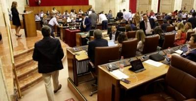 Un momento del Pleno del Parlamento de Andalucía.