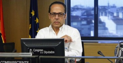El responsable de Gürtel en la Comunidad Valenciana, Álvaro Pérez, el Bigotes, en el Congreso de los Diputados durante su comparecencia ante la comisión de investigación sobre la presunta financiación ilegal del PP. EFE/Javier Lizón
