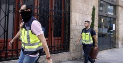 Un grupo de agentes de la UDEF durante una operación en 2016 desplegada en Valencia. Foto: EFE