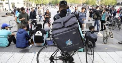 Trabajadores de Deliveroo se concentran en Francia. Archivo/AFP/JACQUES DEMARTHON