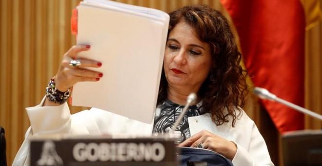 La ministra de Hacienda, María Jesús Montero, ante la comisión correspondiente del Congreso. / EFE