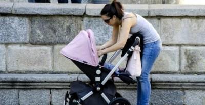 Una madre con su bebé / EFE