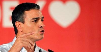 Pedro Sánchez participa en un mitin de la precampaña electoral. (JUAN CARLOS CÁRDENAS   EFE)