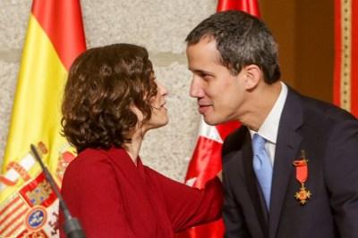 La presidenta de la Comunidad de Madrid, Isabel Díaz Ayuso (i), mantiene un encuentro con el presidente de la Asamblea Nacional de Venezuela, Juan Guaidó (d). EP