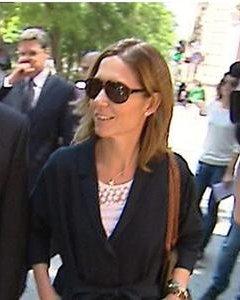 María Ilia García de Sáez Borbón Dos Sicilias acompañada de su abogado a su salida de la Audiencia Nacional.