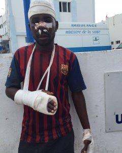 Uno de los migrantes que, tras horas encaramado a la valla de Ceuta, fue devuelto de inmediato a suelo marroquí.- HELENA MALENO / ONG CA-MINANDO FRONTERAS