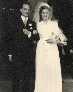 Boda de Pilar con Emili. Imágenes del archivo personal de la familia Duaygües incluidas en el libro 'Querido diario: hoy ha empezado la guerra'.