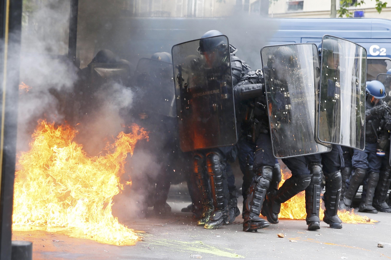 Los disturbios vuelven a las calles de Francia durante las protestas contra  la reforma laboral de Hollande | Diario Público