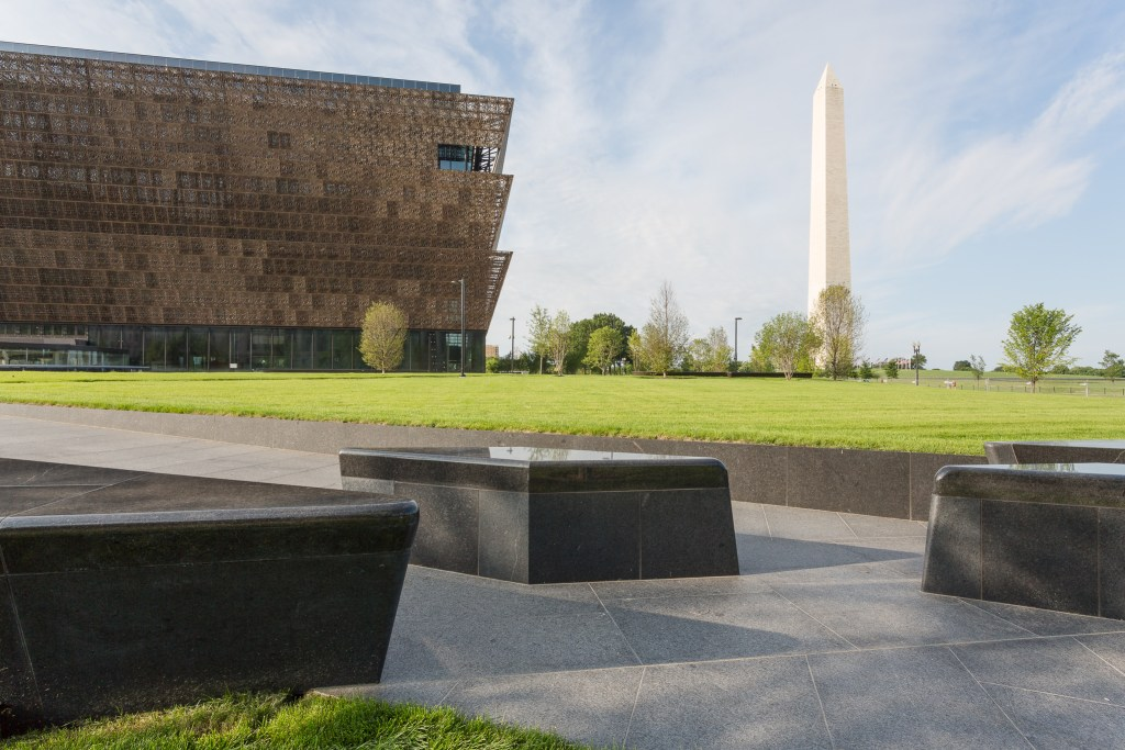 The National Museum of African American History and Culture (NMAAHC) © roma g | Flickr