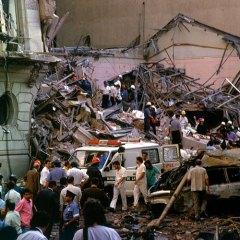 Semi-verdades y omisiones sobre el atentado a la Embajada de Israel