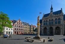 Fischmarkt mit Rathaus