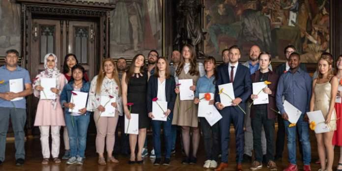 Feierliche Zeugnis- und Zertifikatsübergabe der Volkshochschule  Erfurt im Rathausfestsaal