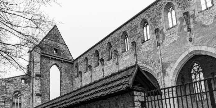 Schwarz-weiß Foto einer Ruine