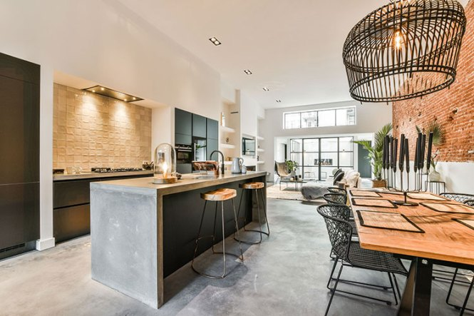 Apartment With Garage In The