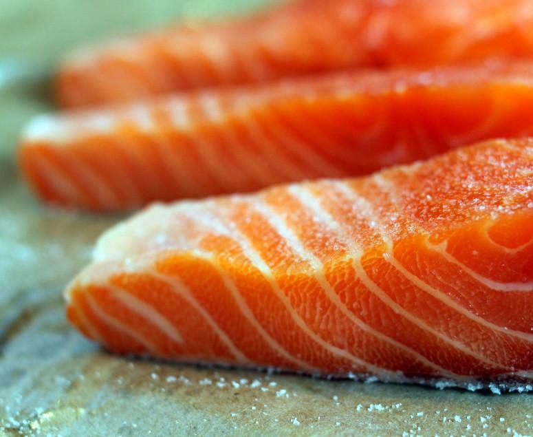Salmone marinato con miele d'arancio e aneto
