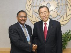 Pugwash president Jayantha Dhanapala met VN secretaris generaal Ban Ki-moon in New York.