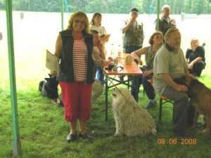 Hundeabitur mit Pokal