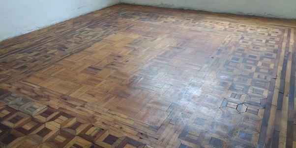 pulido de piso de madera vieja
