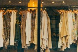 abiti e vestiti da igienizzare