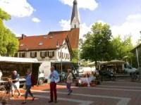 Wochenmarkt auf dem Pullacher Kirchplatz
