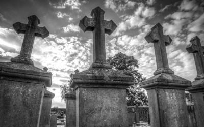 Zakład pogrzebowy jako ważne ogniwo w drodze do pochówku