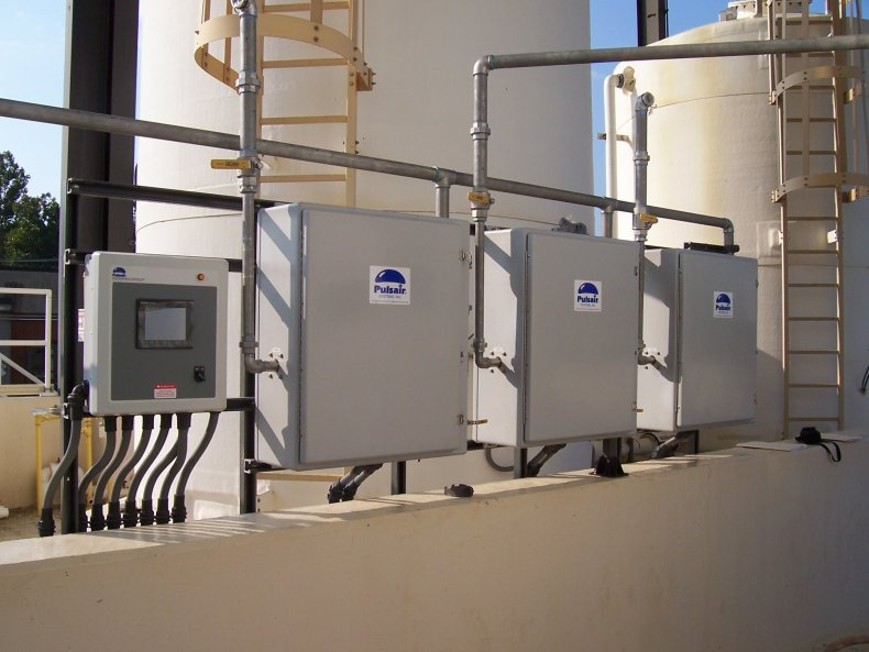 large compressed air bubble wastewater treatment mixing