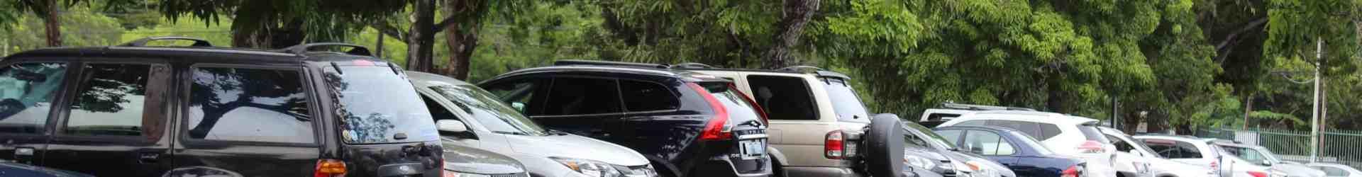 Intentan robar vehículo en el estacionamiento de Sociales