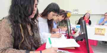 Poetas riopedrenses escriben para el público en La Campechada