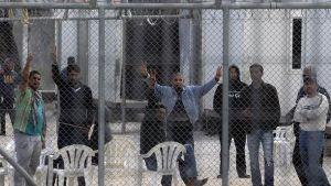 Reabre tras su reforma un centro de detención indocumentados en Grecia (Pie de foto e imagen desde portal www.holaciudad.com)
