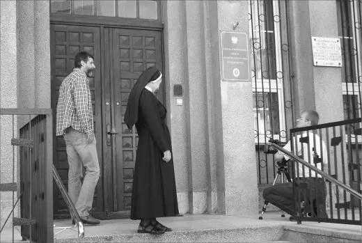 Zdjęcia, kręcone przed budynkiem Zgromadzenia Sióstr Zmartwychwstanek dotyczyły postaci bł. S. Alicji Kotowskiej, która zginęła w Piaśnicy.