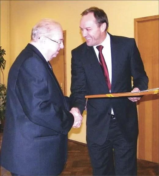 Marszałek Mieczysław Struk przybył do Wejherowa, aby pogratulować Brunonowi Gajewskiemu pięknego jubileuszu, osiągnięć, aktywności oraz inspirujących pomysłów.