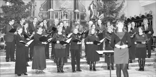 "Chór Mieszany ""Camerata Musicale"" i jego dyrygentka, Aleksandra Janus."