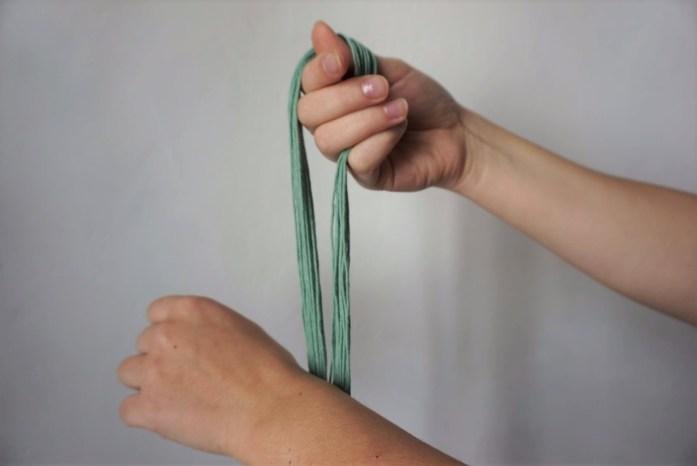 Début du montage de la chainette pour un métier à tisser