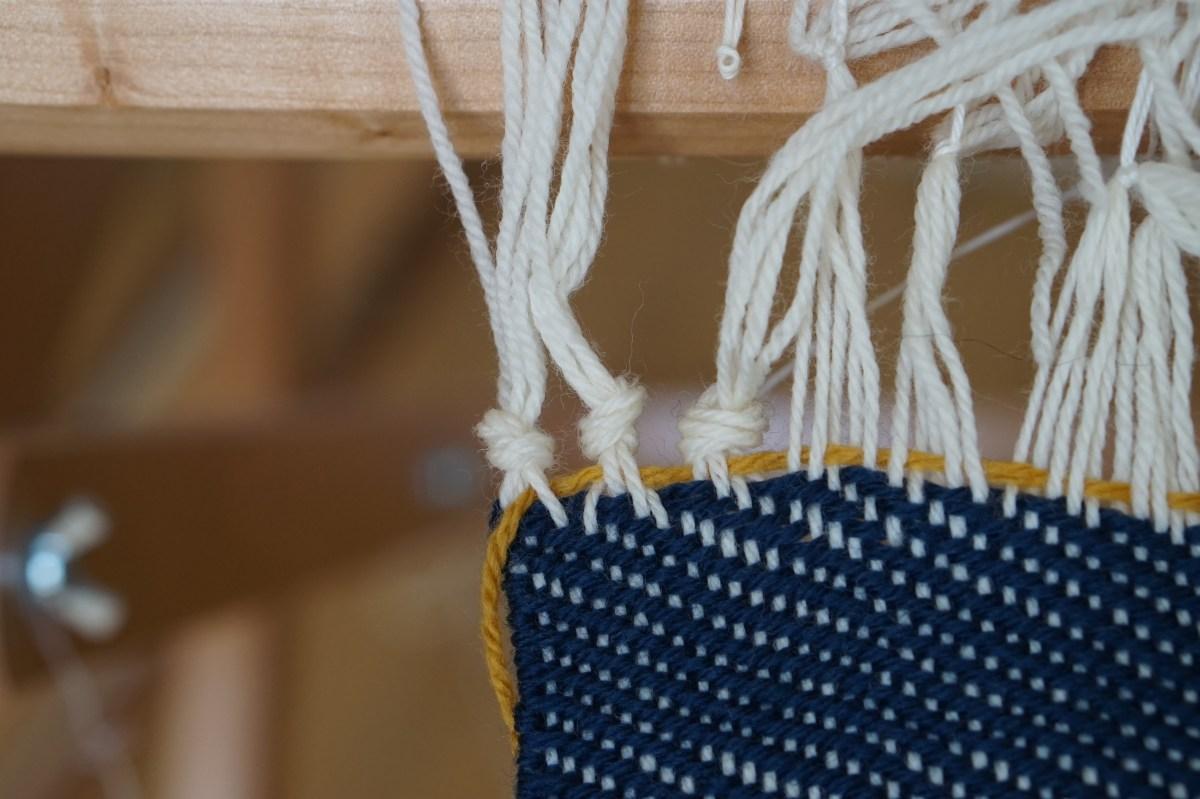 tissage terminé avec la technique des noeuds