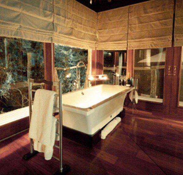 Pumba Msenge Bush Lodge  Bathroom Space
