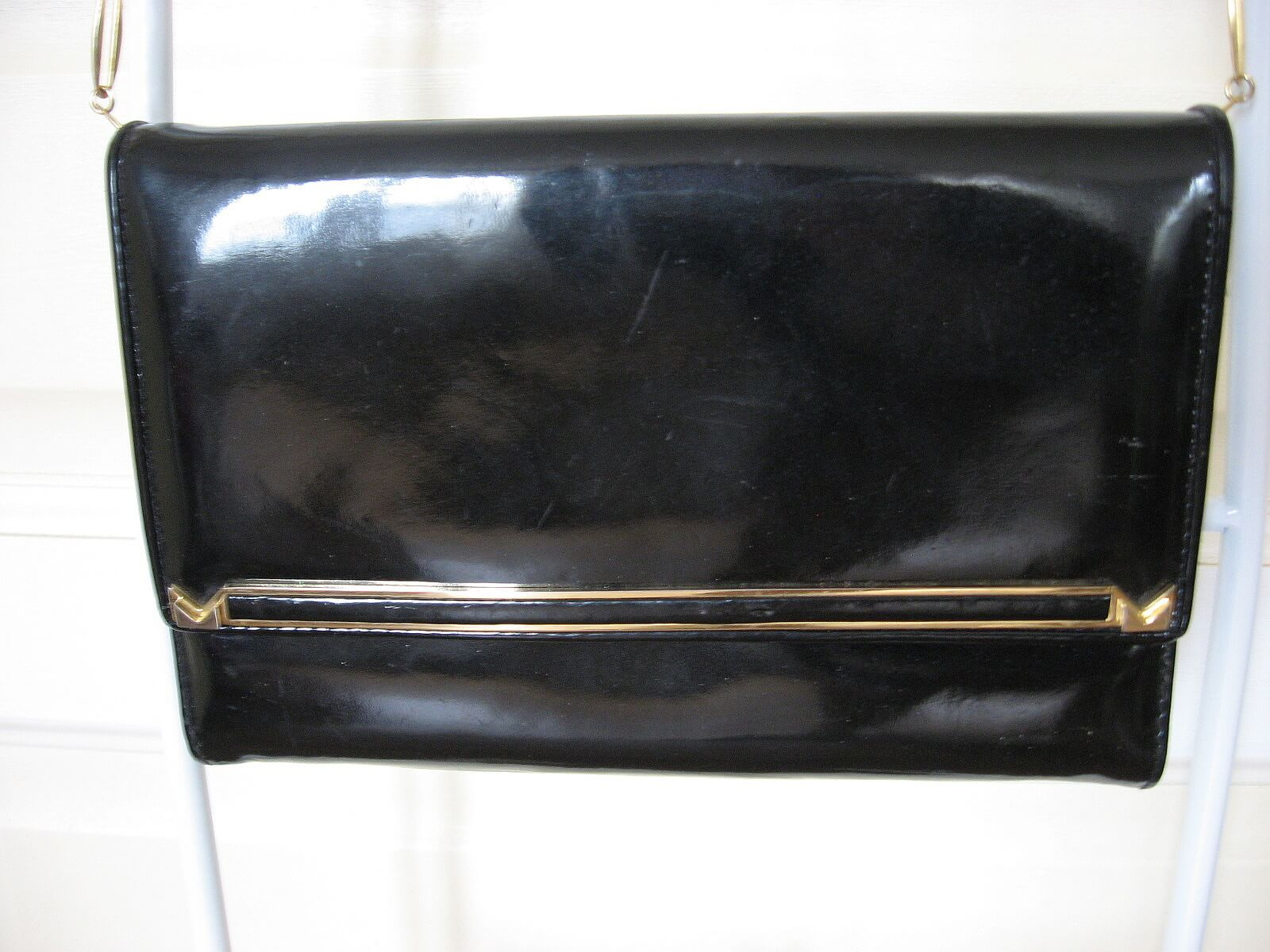 1960s black patent and suede leather hanbag purse at PumpjackPiddlewick.